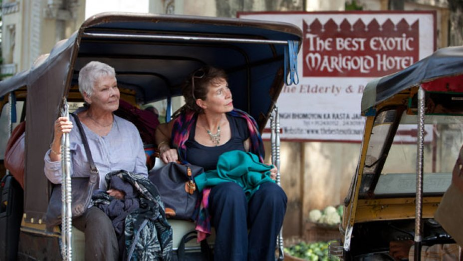 Evelyn (Judi Dench) and Madge (Celia Imrie) in a rickshaw in the Best Exotic Marigold Hotel